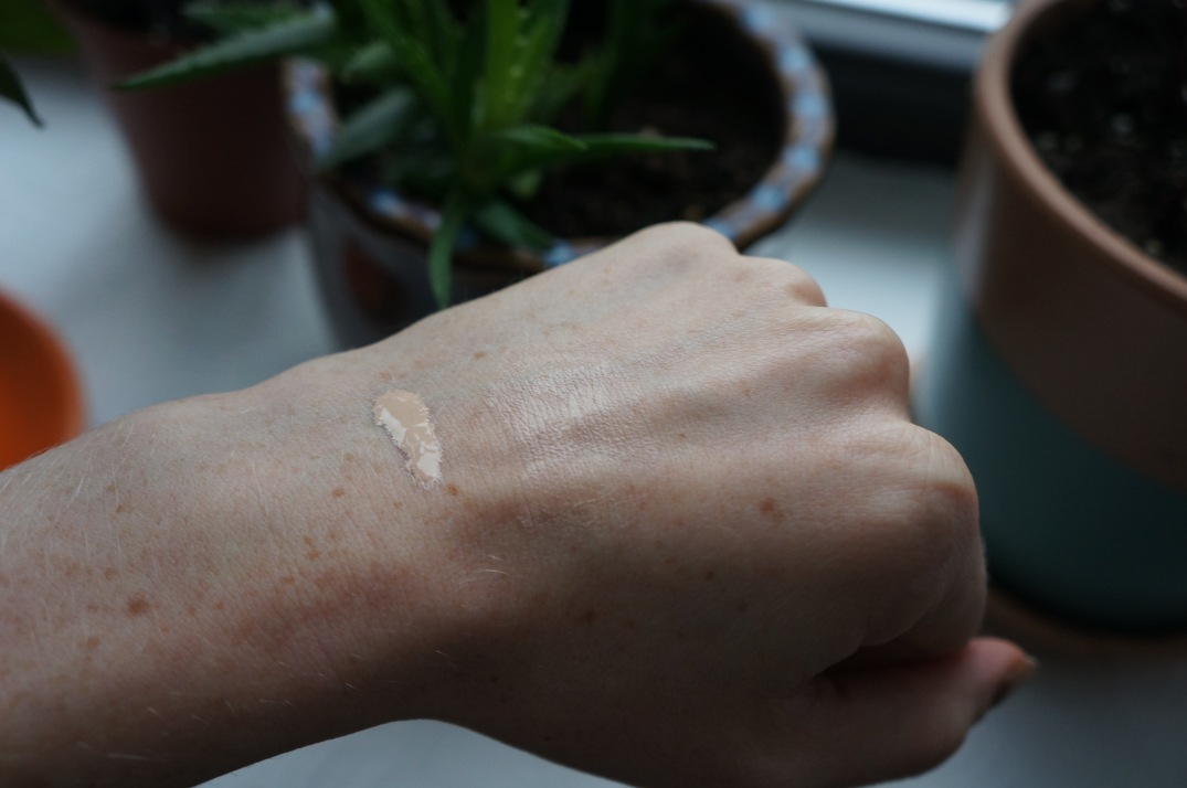 Glossier Perfecting Skin Tint in Light review